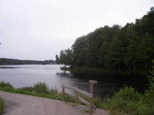 Paseo xunto ó lago en Strömsnäsbruk (Suecia)