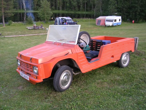 Citroën Mehari con carrozaría de madeira no Camping Antjärn (Suecia)