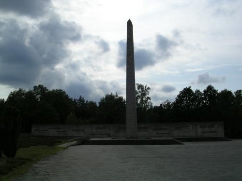 Monumento ás vítimas do campo de concentración de Bergen-Belsen (Alemaña)