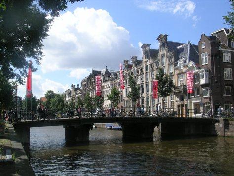 Ponte sobre un canal