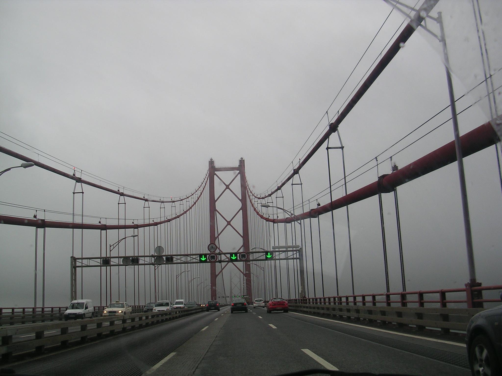 Cruzando a Ponte 25 de Abril. Lisboa