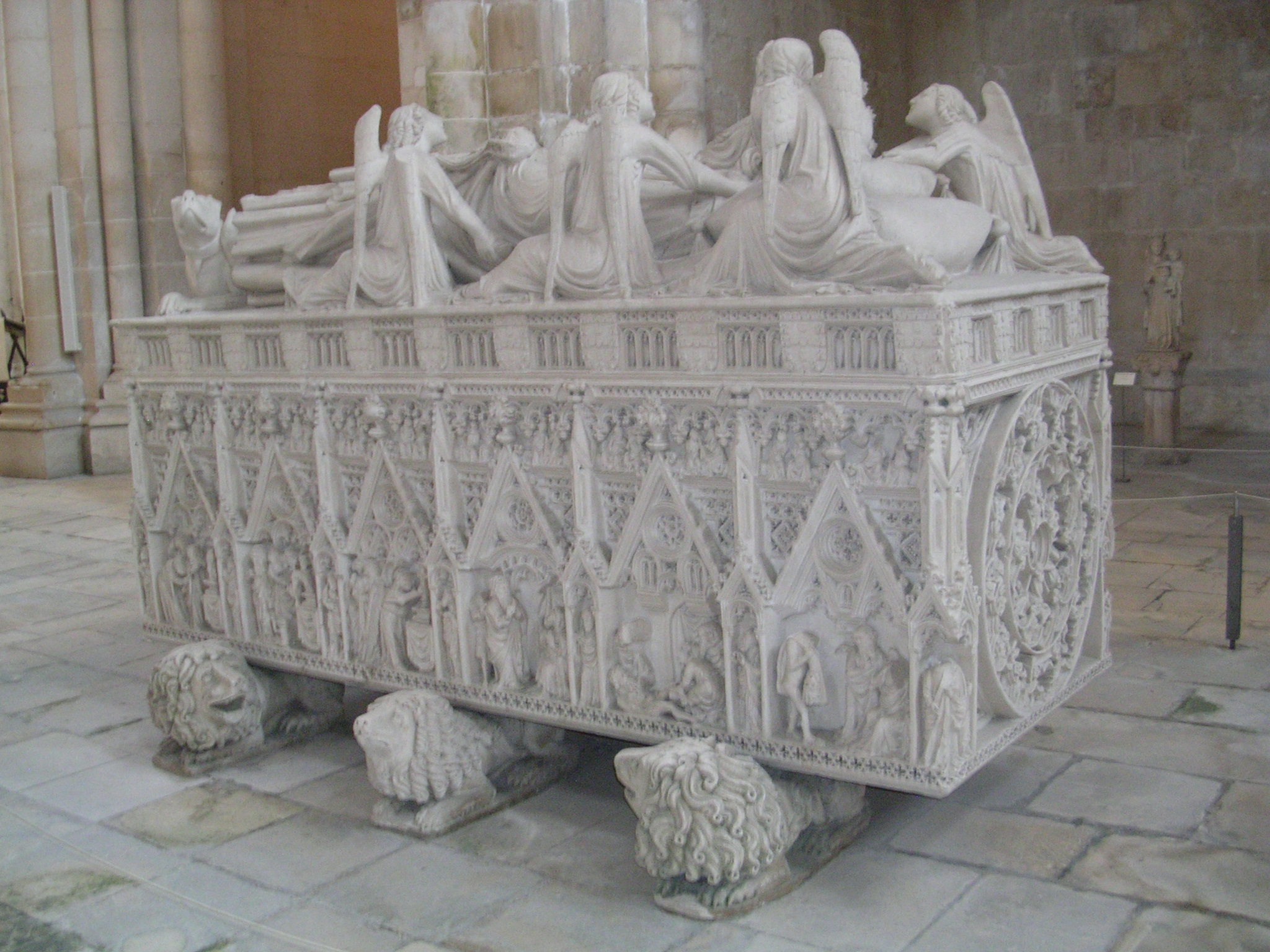 Tumba de Pedro I no Mosteiro de Alcobaça