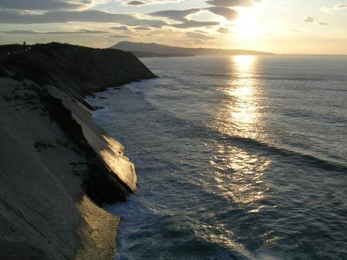 Paisaxe de cantís na costa do Iparralde