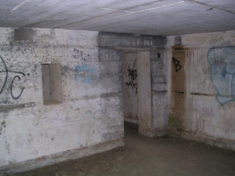 Interior dun búnker da segunda guerra mundial