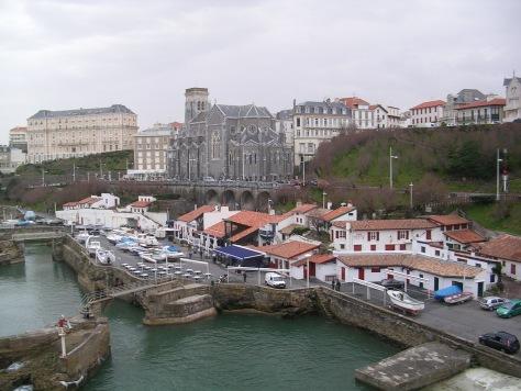 Antiguo puerto e iglesia de Sainte Eugénie