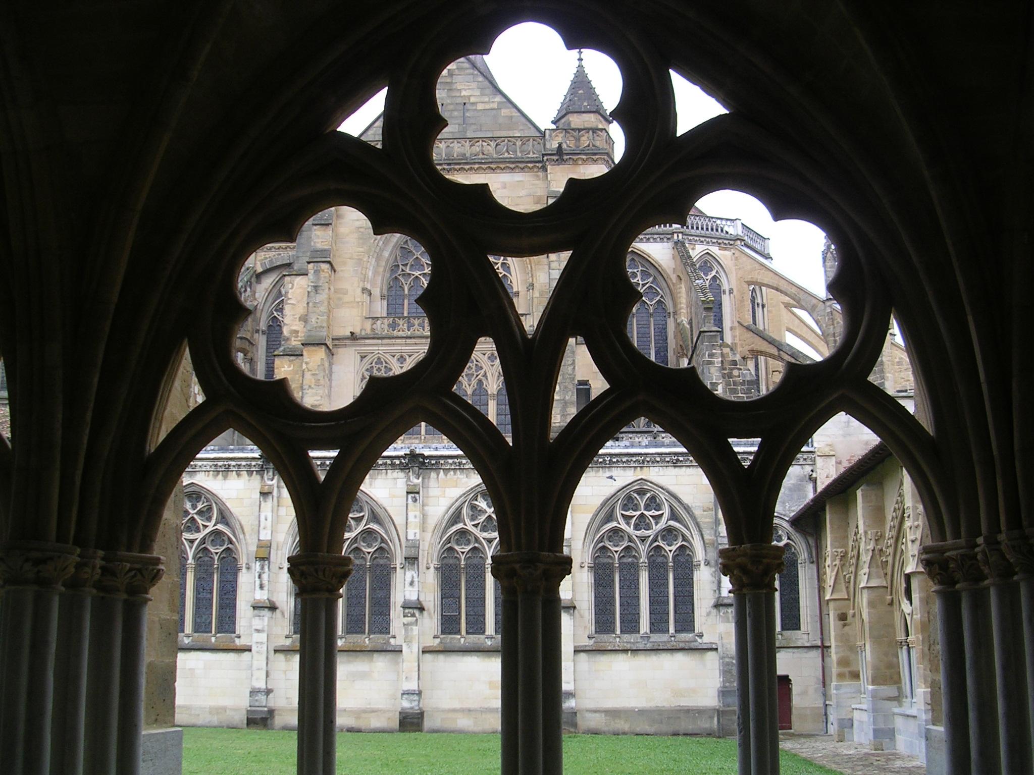 Claustro da catedral de Baiona