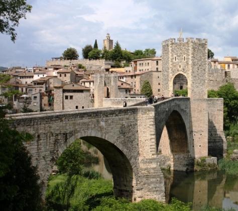 Besalú, uno de los pueblos medievales del nordeste catalán