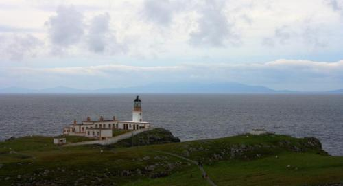 Neist Point, na Illa de Skye. No fondo, as Illas Hébridas