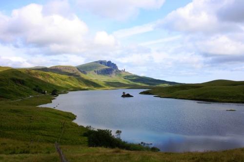 O Storr, na Illa de Skye, co Loch Fada en primeiro plano