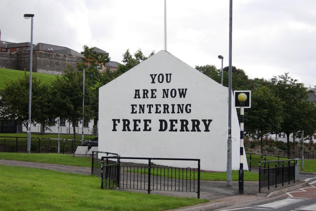 A famosa esquina de Free Derry, no Barrio de Bogside en Derry