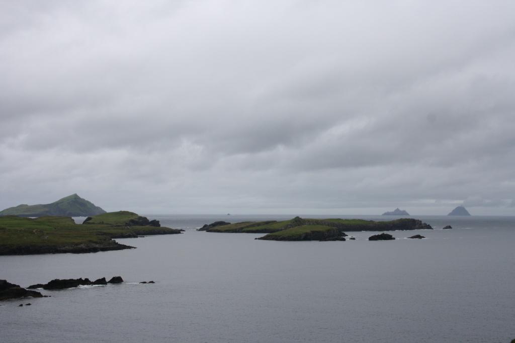 Extremo occidental de la Península de Iveragh. Al fondo a la derecha, las Islas Skellig