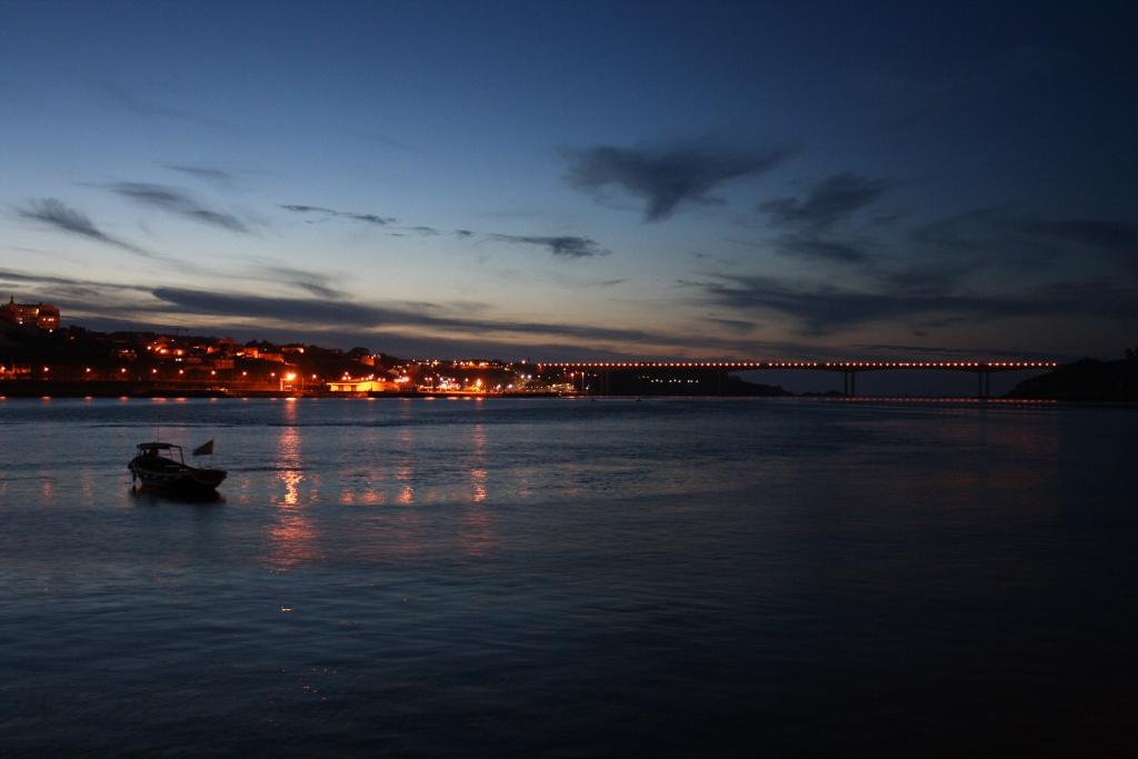Ribadeo y el Puente de los Santos, desde Castropol