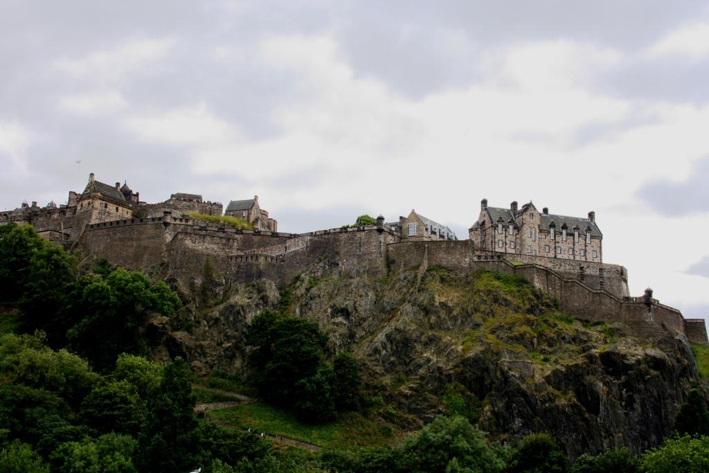 Castelo de Edimburgo dende os West Princes Street Gardens