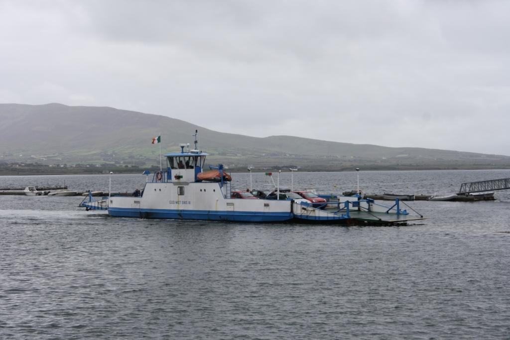 Ferry que une la Península de Iveragh con la Isla de Valentia. También se puede acceder a la isla por un puente