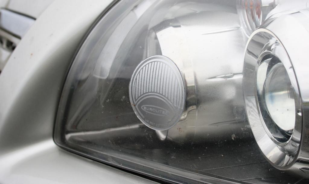 Adhesivo para adaptar la luz de los faros a la circulación por la izquierda
