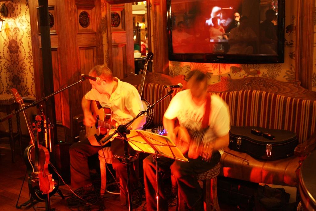 Música en directo nun pub irlandés