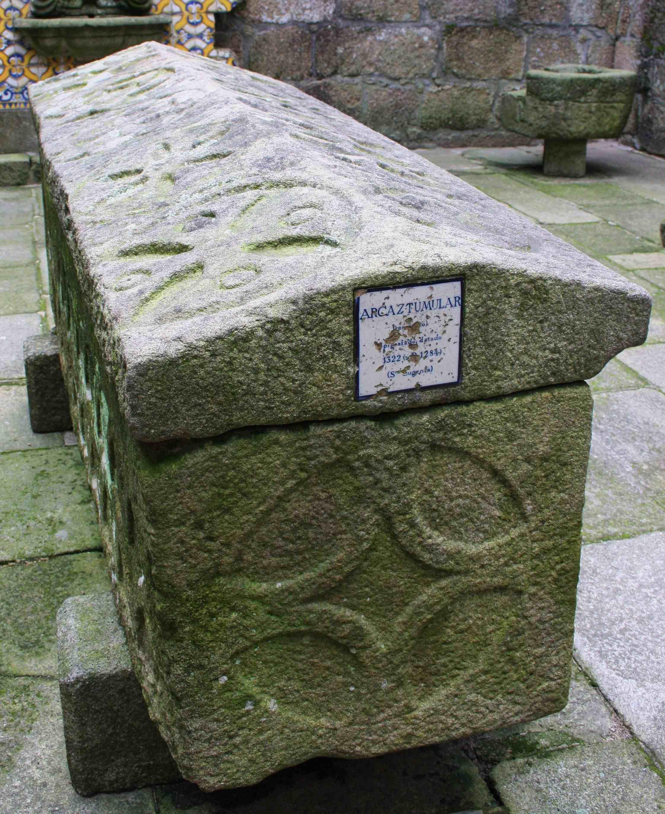 Azulexos cravados nas pezas do Museo Arqueolóxico
