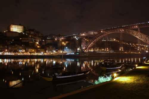 Vista nocturna de Porto dende Vila Nova de Gaia