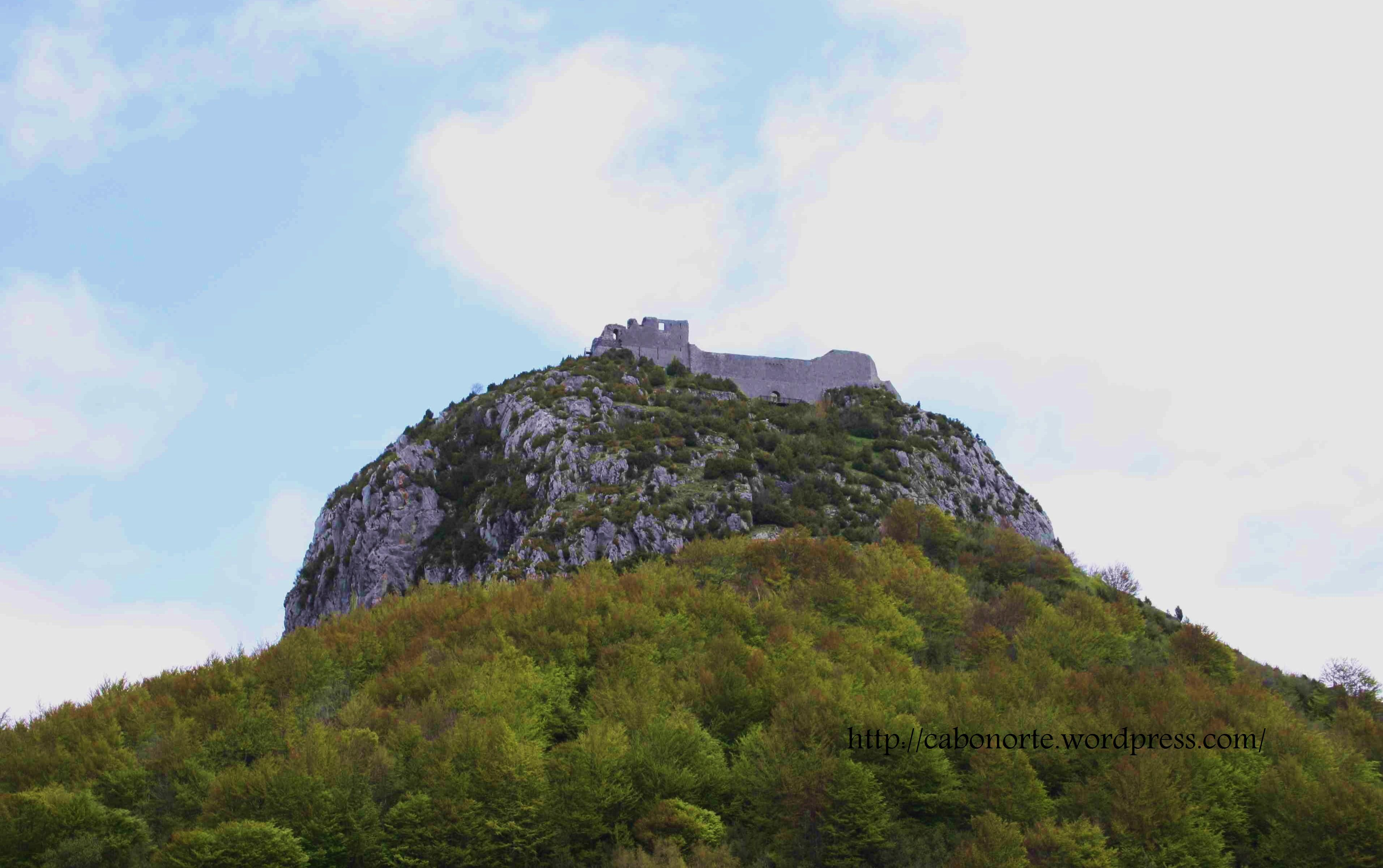 Castelo cátaro de Montségur, na rexión de Midi Pyrénées. Maio de 2010
