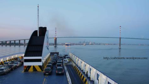 Ferry Gijón – Saint Nazaire, saliendo del puerto de Saint Nazaire. Abril de 2011