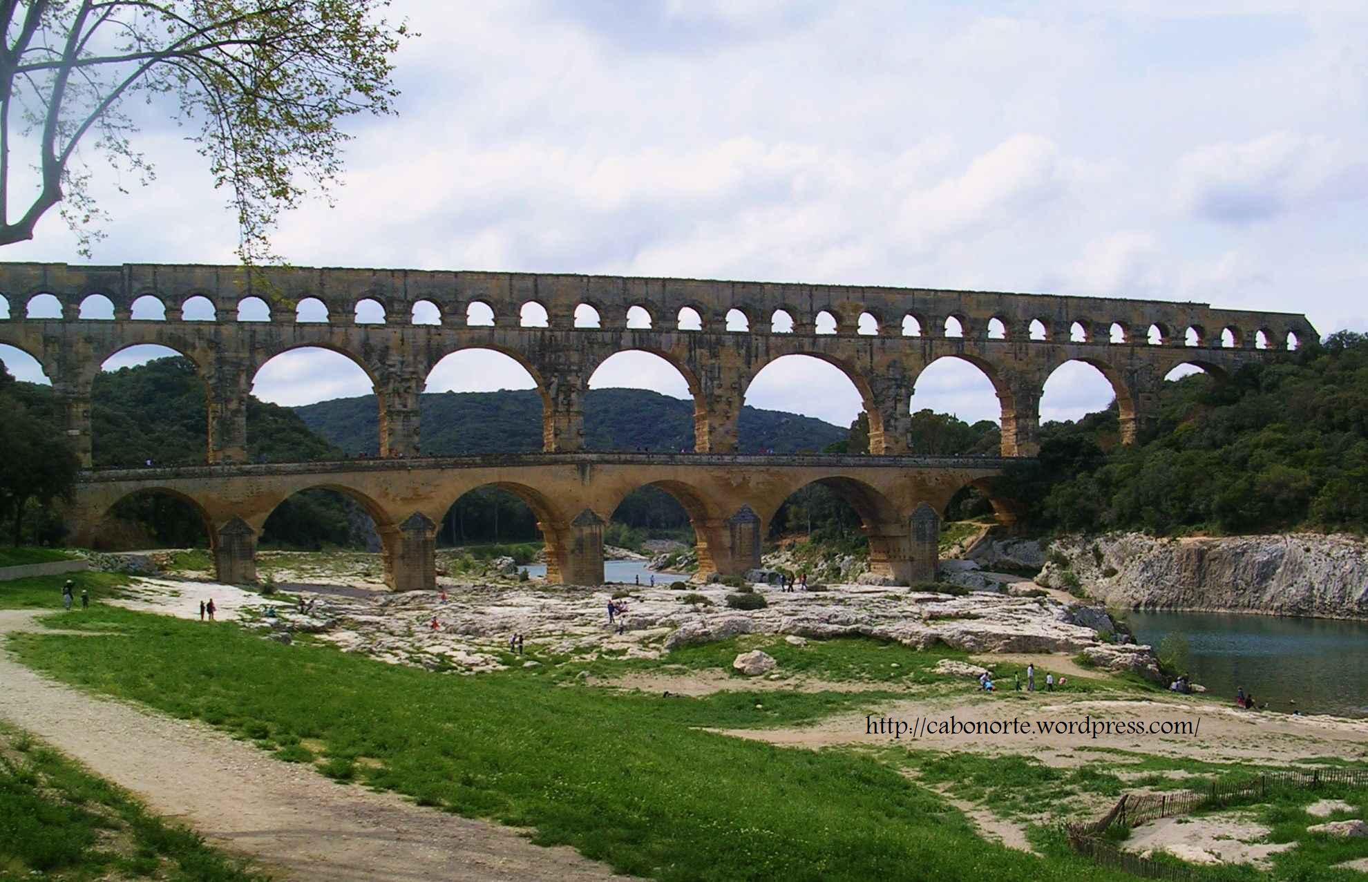 Pont du Gard, en Provenza. Es el que está en el billete de cinco euros. Abril de 2009