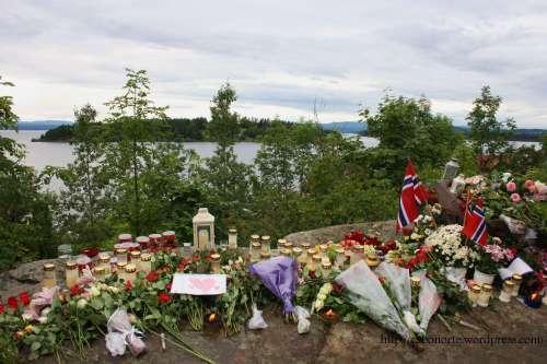 Flores fronte á Illa de Utøya