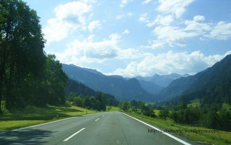 Estrada nos Alpes (Austria)