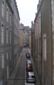 Calle dentro de las murallas de Saint-Malo