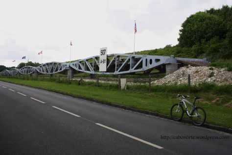 Restos de un puente del desembarco