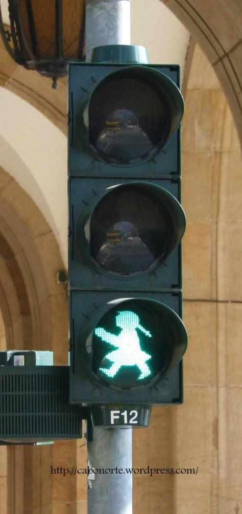 Semaforo DDR femenino. Dresde