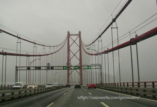 Puente 25 de abril en Lisboa, Portugal, diciembre 2009