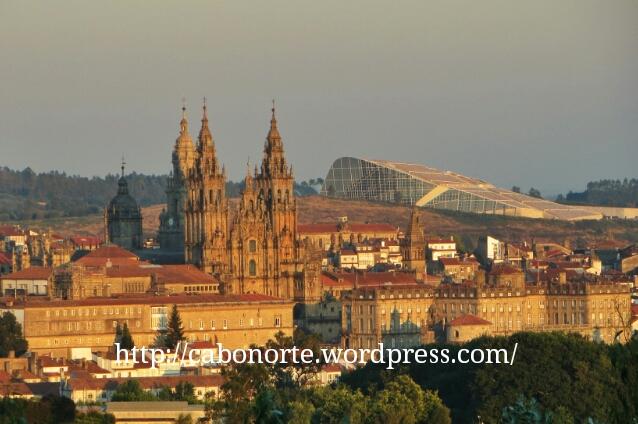 La Catedral con la Cidade da Cultura al fondo