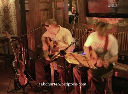 Música en directo nun pub