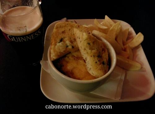 Nalgúns pubs dan tamén comidas